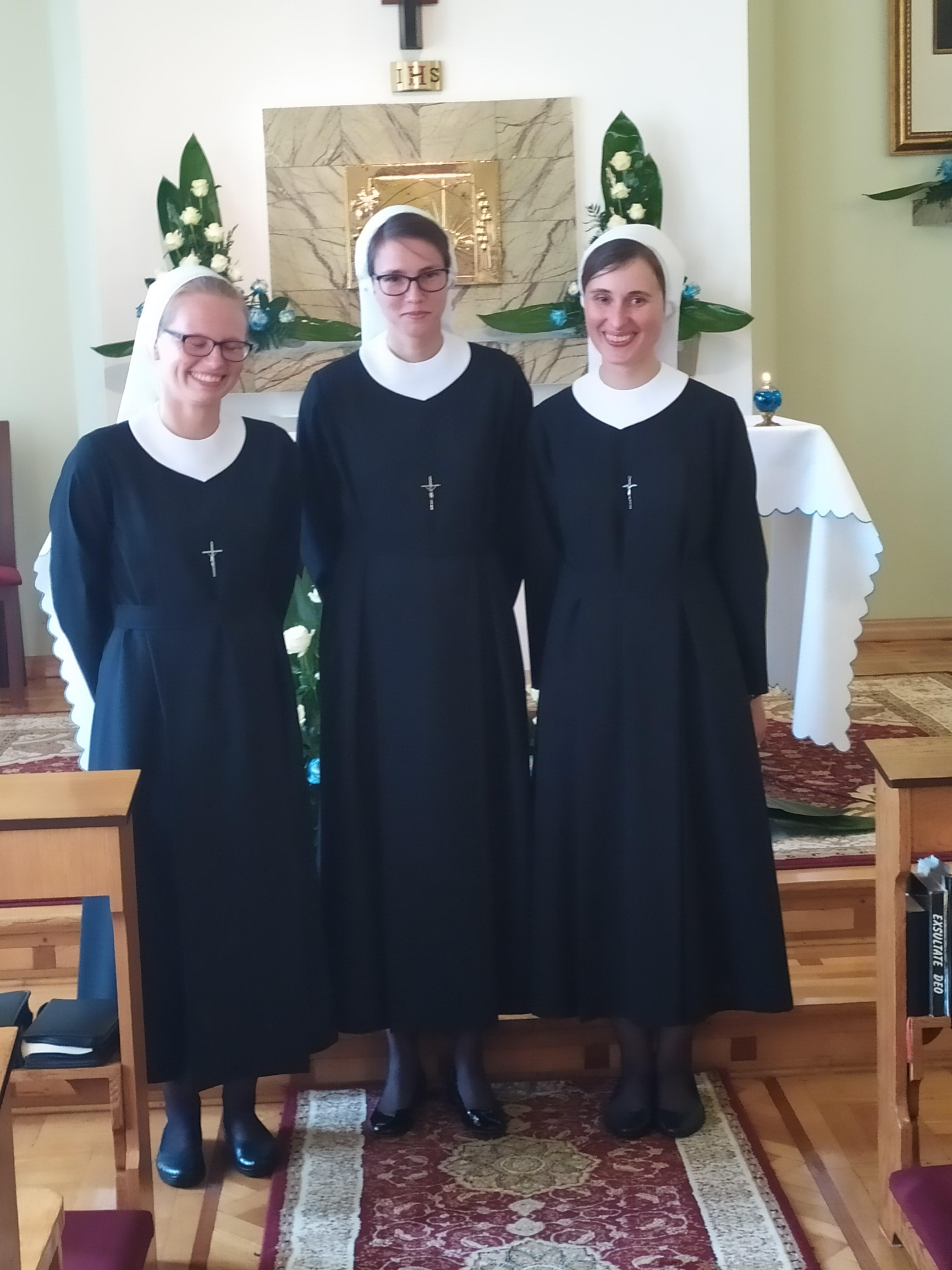 Obłóczyny sióstr postulantek